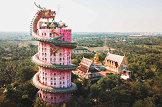 همه چیز درباره معبد وات سامفران  تایلند با اژدهای عجیب دور آن